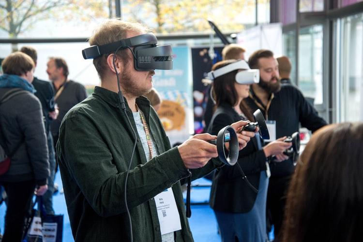 Realidad virtual y demencias - dispositivo - NeuroClass